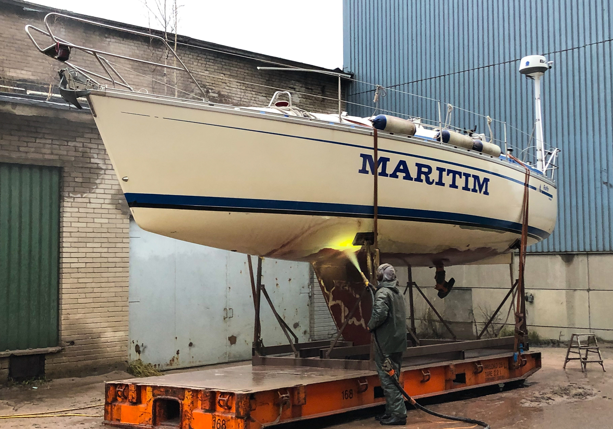 Sailing boat hull with a patchwork of anti-fouling paints for studying biofouling growth